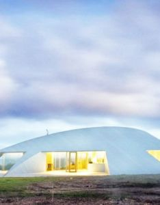 James stockwell designed croft house  home that hovers like space craft in beautiful also streamlined spacecraft australia rh pinterest