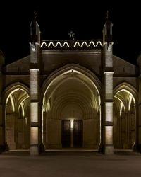 Exterior church facade linear light. Blade light. iGuzzini ...