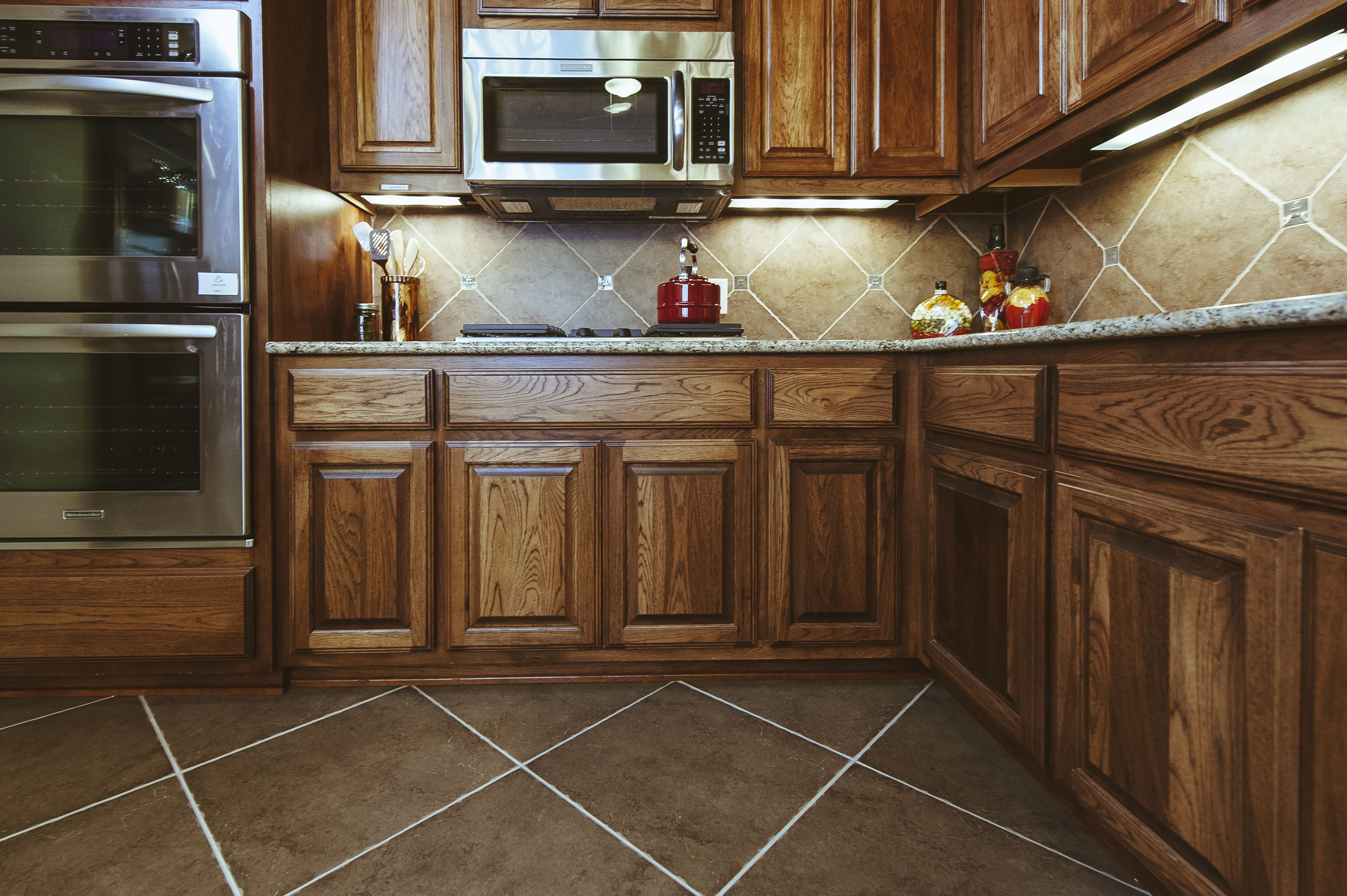 kitchen flooring ideas to match oak cabinets  oakkitchen