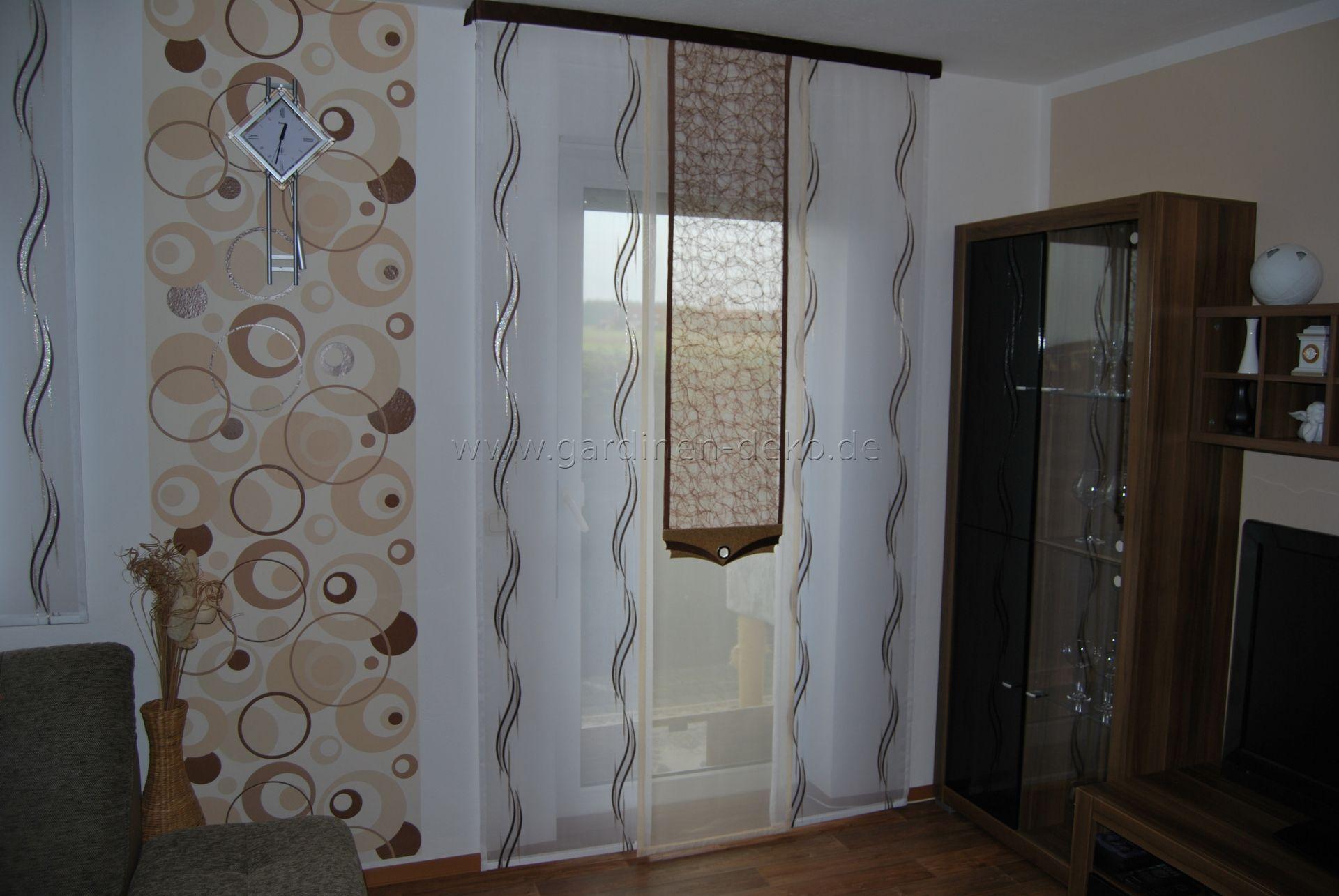 Wohnzimmer Schiebevorhang in weibraun mit mittigem Netz