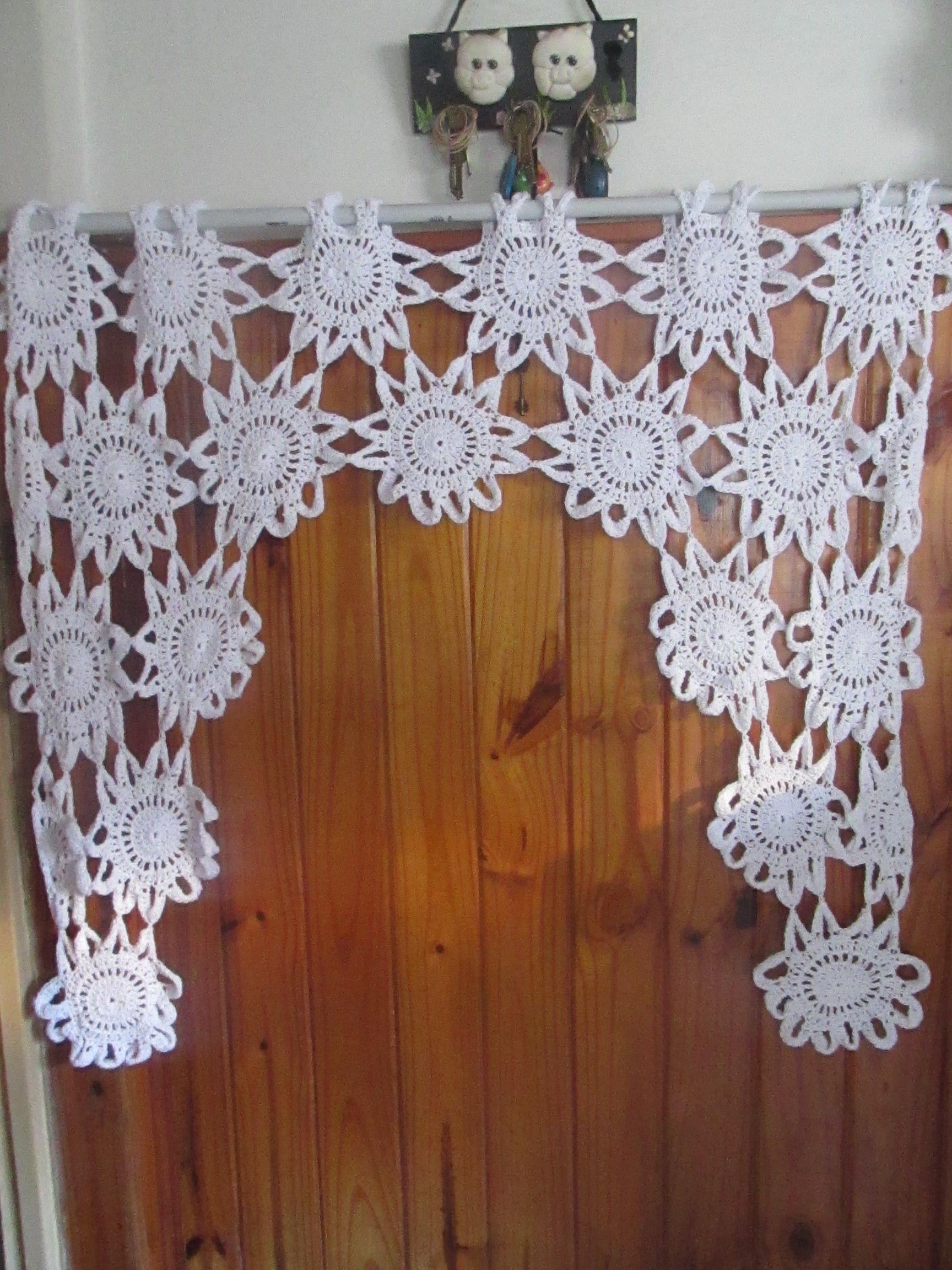 Cortina de flores blancas al crochet  Cortina Tejida  Pinterest  Crochet curtains Crochet and Crochet kitchen