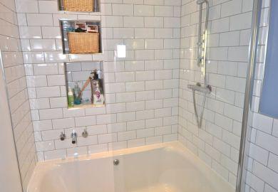 Small Bathroom Designs With Bathtub