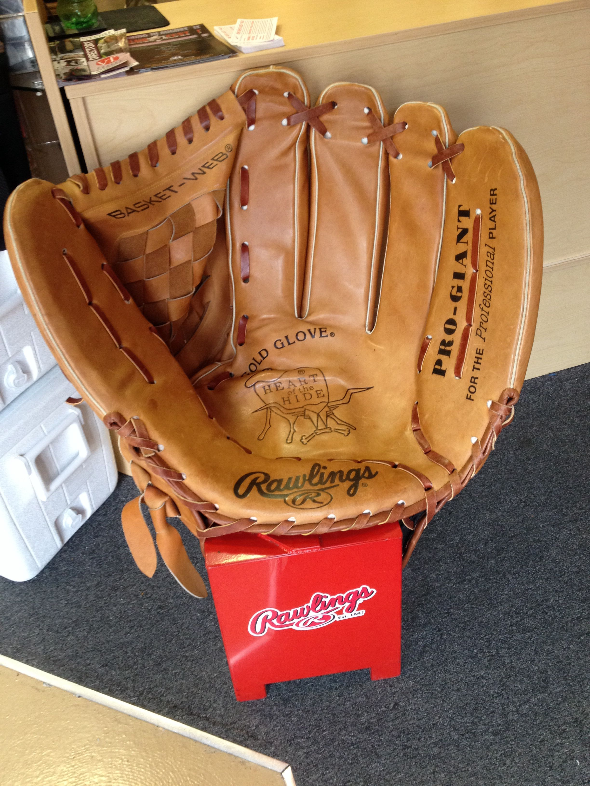 Kids Baseball Chair This Is A Cool Baseball Glove Chair From The Rawlings