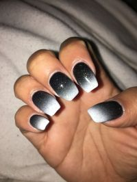 Black and white ombr nails