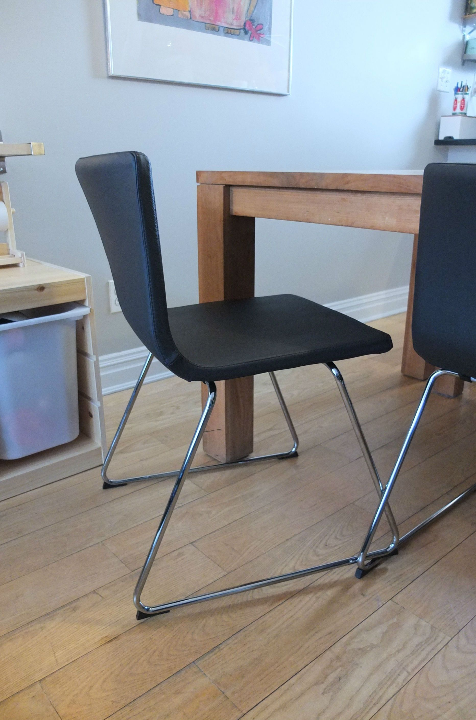 clean leather chair smell ikea patio durable makes the bernhard easy to
