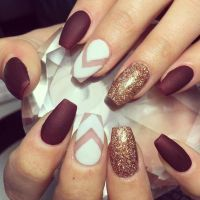 maroon nails, yes please. My nail tech used lauque'd gel ...