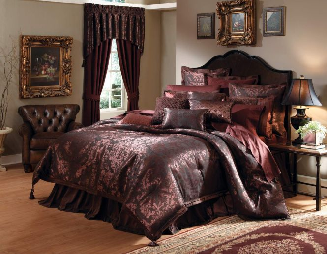 Elegant Bedspreads Basilia 4pc California King Comforter Set Plum