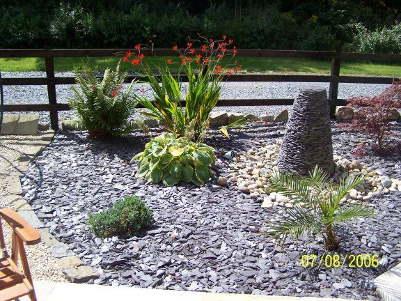 Slate Chips In Flower Bed Google Search Mi Casa Pinterest