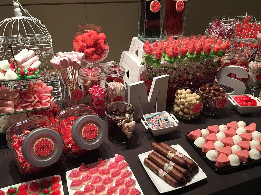 Un Candy Bar es una mesa para que tus invitados se sirvan las gominolas que ms les gustenEs una idea genial para bodas comuniones o incluso