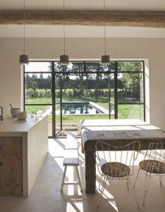 Interiors also maison de famille dans sud la france provence kitchen interior rh pinterest