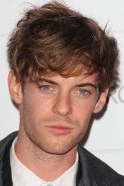 men's messy hairstyle