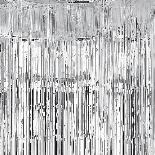 Una impactante cortina plateada para decorar fiestas  de