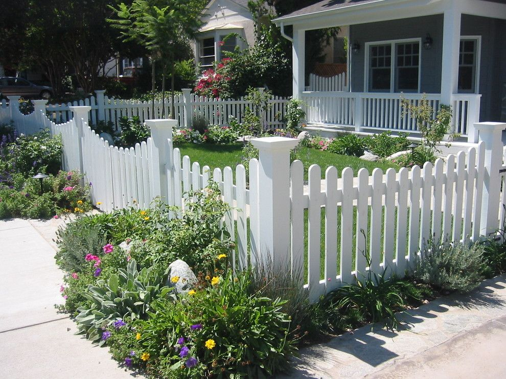 This Curved Picket Fence Mitigates Unwanted Views Of Cars That May