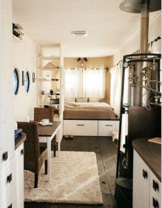 Room also esta es una wohnwagon casa movil diminuta hecha en austria que rh pinterest
