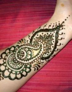 Mehndi has been applied by women of east from decades but now the interest  inclination towards arabic also hay ladies today what  am bringing before you is truly elegant and rh pinterest