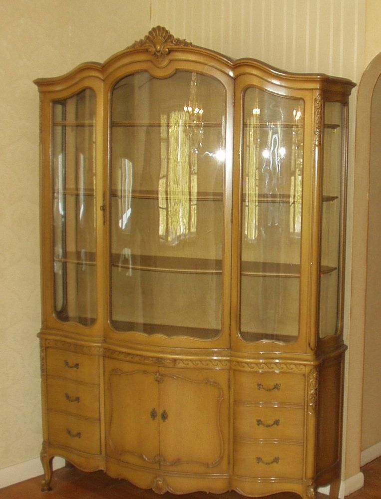 Vtg Drexel French Provincial Breakfront China Hutch Bowed