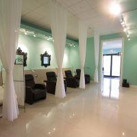 Mint green n white salon decor | Salon ideas | Pinterest ...