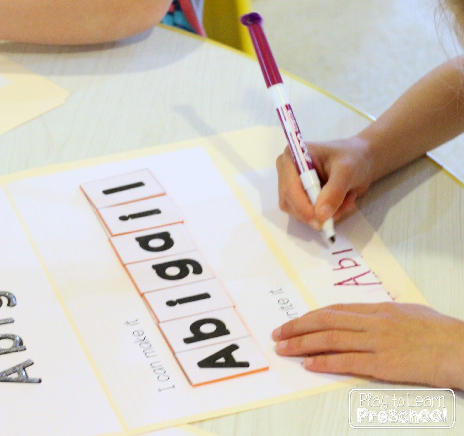 These Editable Name Folders Offer 4 Different Hands On