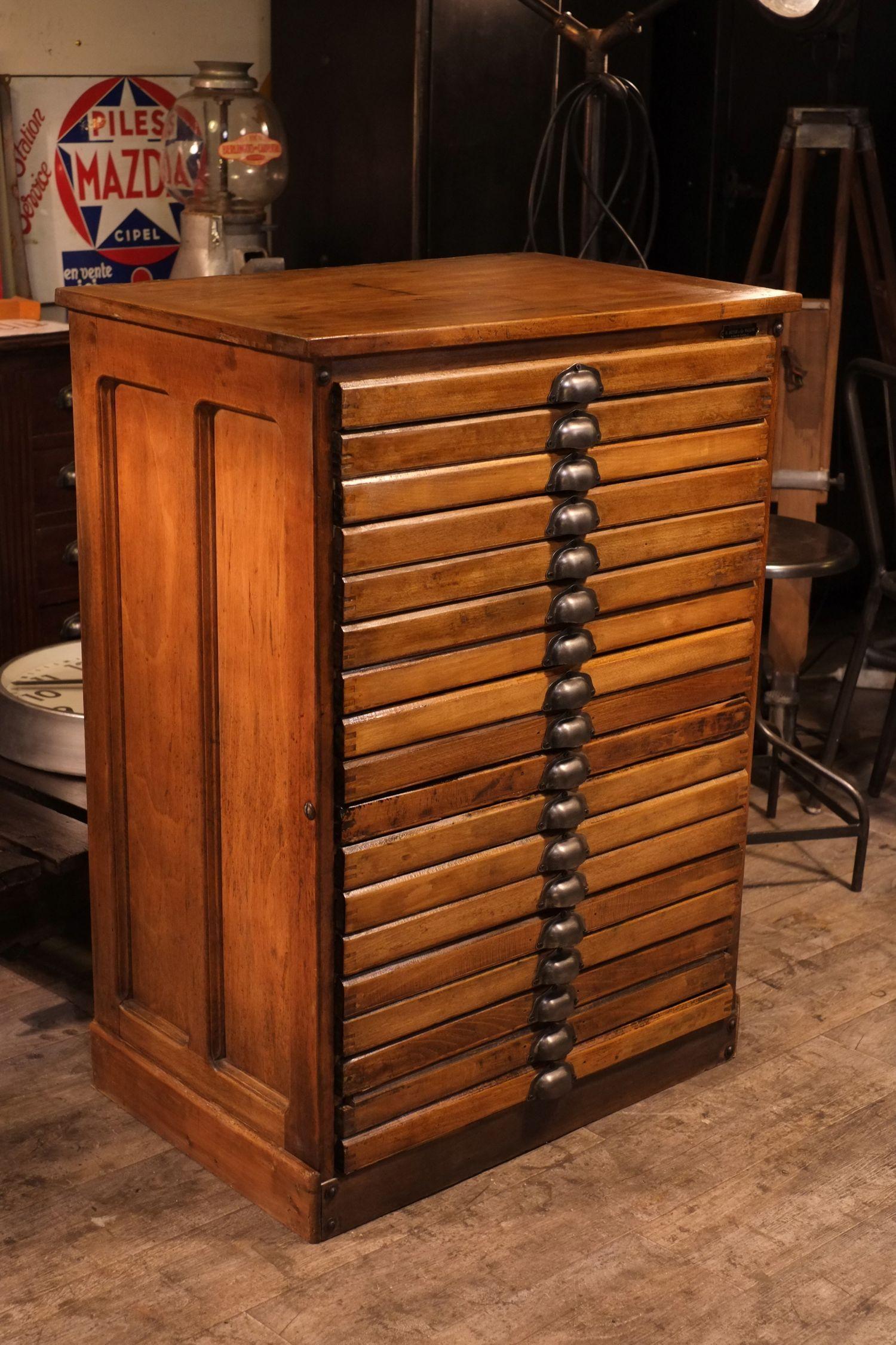 Meuble de mtier d imprimerie ancien en bois massif  meuble industriel vintage de Renaud Jaylac