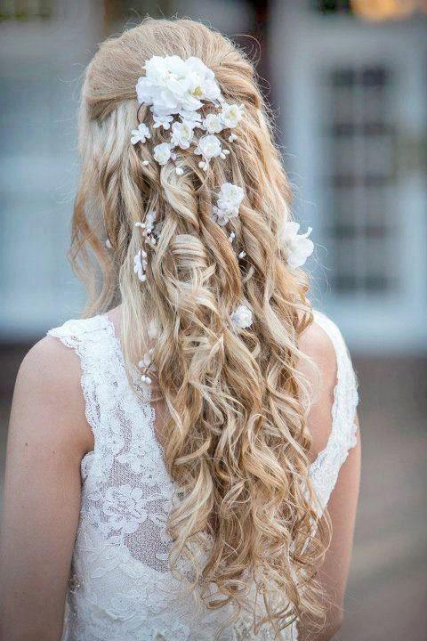 This is beautiful!! white flower hair clip, wedding hair