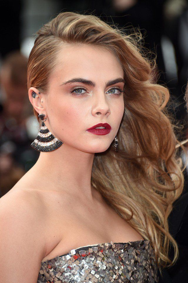 16 Trendy Celebrity Approved Sideswept Hairstyles Cara