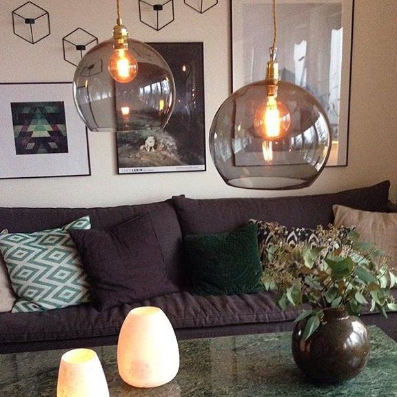 Leuke woonkamereetkamer hanglamp van handgeblazen glas