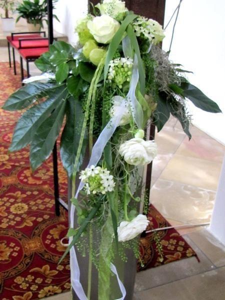 Kirchendekoration fr die Hochzeit Blumen Altarschmuck Gestecke  Kirche  Pinterest