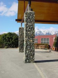 building+rock+pillars