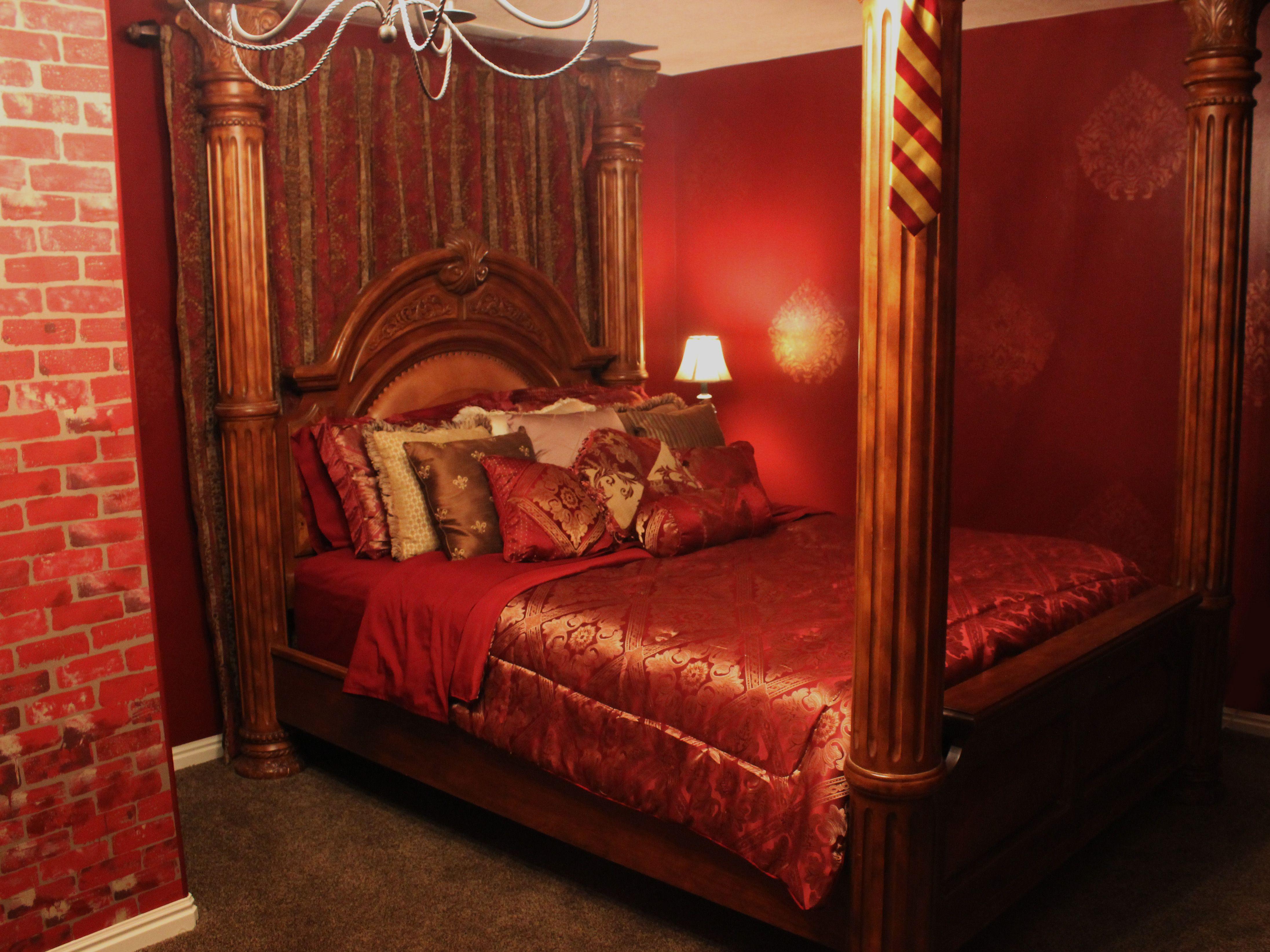 Harry Potter Room Gryffindor Dormitory Four Poster Bed