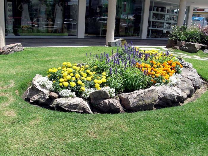 Rock Flower Bed Borders For Your Stunning Garden Small