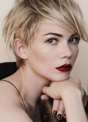 michelle-williams-celebrity-textured-short-haircut