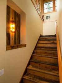 Enclosed stairway | Hall/stairs decoration | Pinterest