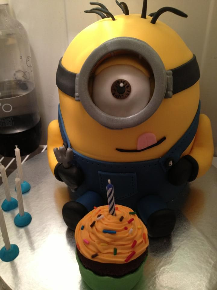 So, my sister made what is quite possibly the most amazing cake ever  @Lauren Da