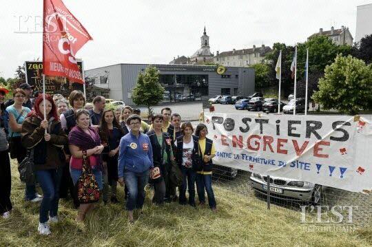 Grève illimitée du personnel de la Poste à la plate-forme courrier de Nancy Lobau. Photo Alexandre MARCHI.