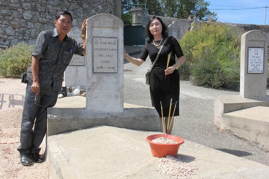Nam Le Hoang et Chau Le Thi Xuan ont atterri à Paris vendredi 14juillet et ont repris l'avion avec l'urne contenant les cendres de leur grand-père cinq jours plus tard, mercredi19. Photo Le DL/R.M.