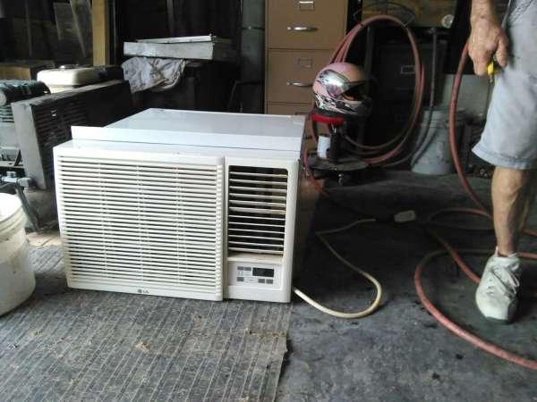 Window-unit Air-conditioning & Heater Combo. 18000 .t.u Ac 90000 Btu In