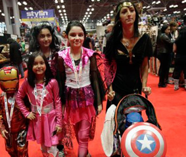 Photo A Latino Family At Ny Comic Con