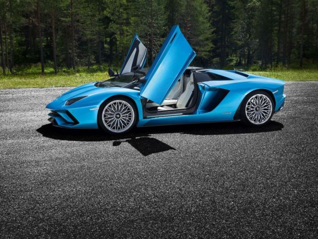 PHOTO: Lamborghini Aventador S Roadster