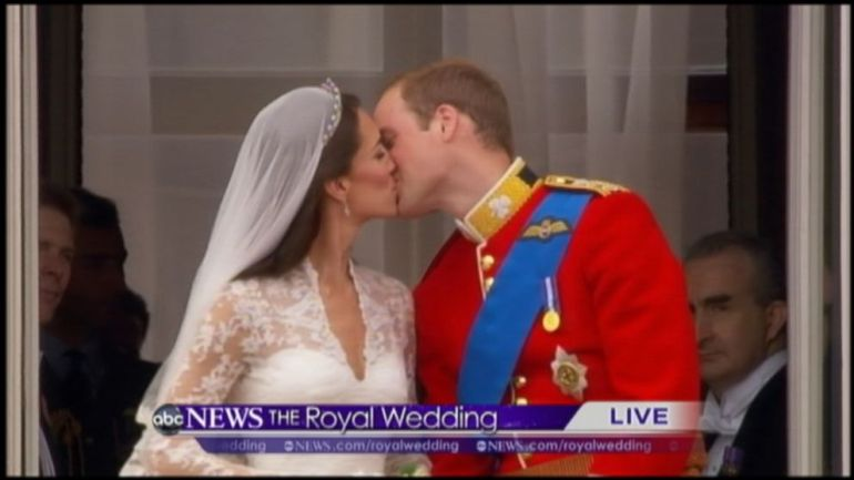 VIDEO: The balcony at Buckingham Palace has a history of introducing royal couples to Brits.