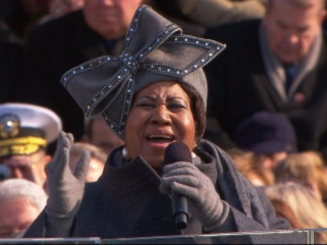 VIDEO: The Queen of Soul performed My Country, Tis of Thee minutes before Barack Obama was sworn in as president in 2009.