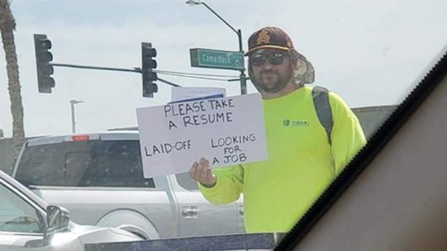 VIDEO: Dad who was laid off hands resumes to strangers on street