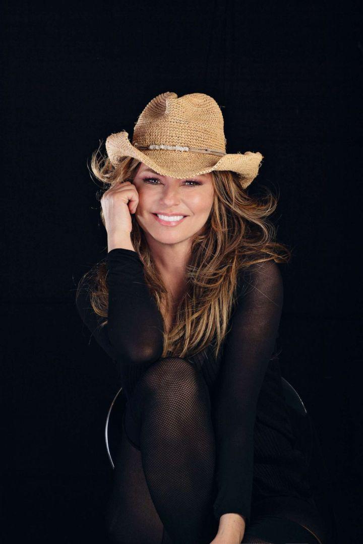 FOTO: Shania Twain es la sexta artista femenina más vendida en el país.