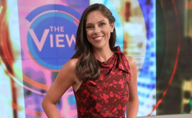 The View Co Host Abby Huntsman Announces She S Pregnant