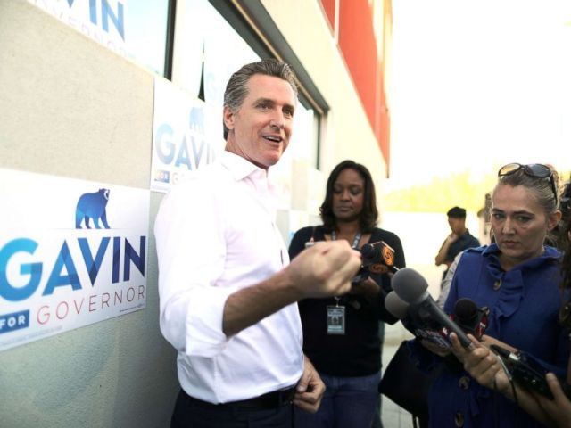 PHOTO: Democratic gubernatorial candidate Gavin Newsom unveils his California Service Corps policy proposal in Los Angeles, Oct. 16, 2018.