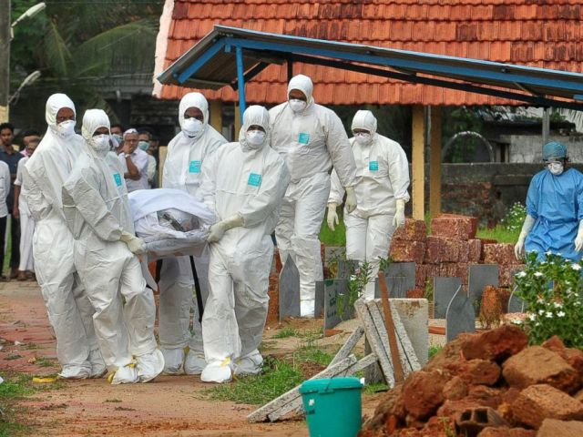 PHOTO: Doctors and relatives wearing protective gear carry the body of a victim, who lost his battle against the brain-damaging Nipah virus, during his funeral at a burial ground in Kozhikode, in the southern Indian state of Kerala, India, May 24, 2018.