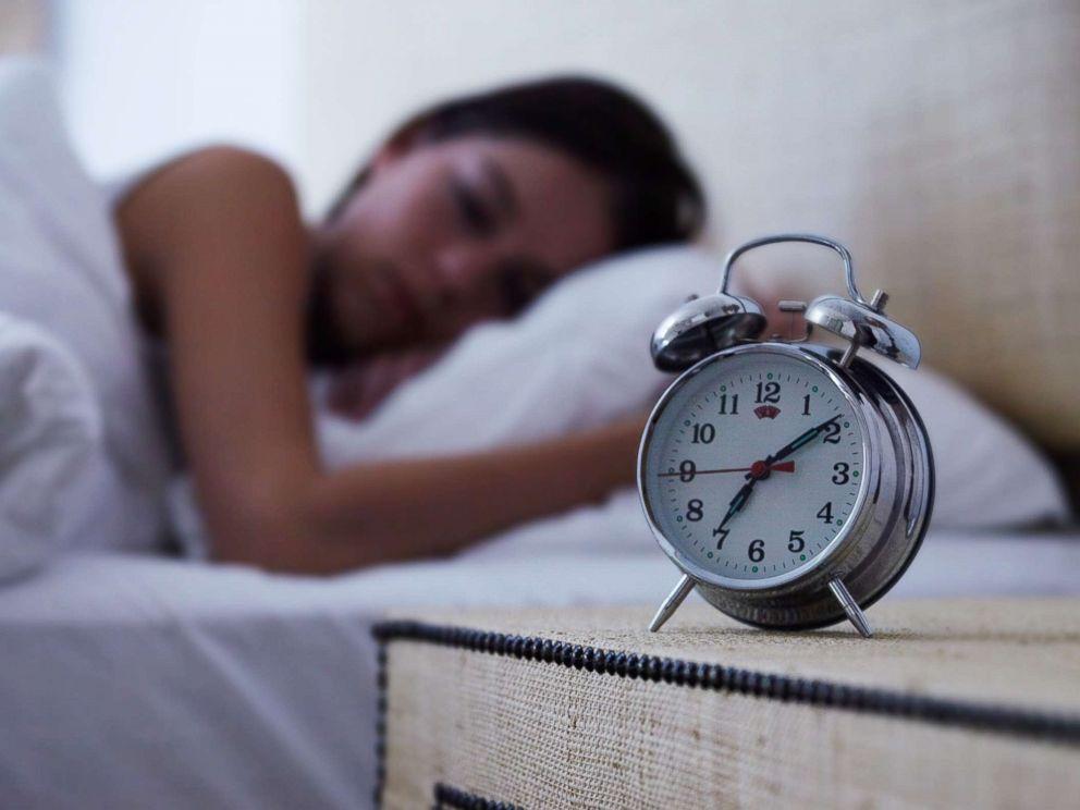 Sleeping pattern to reduce migraines