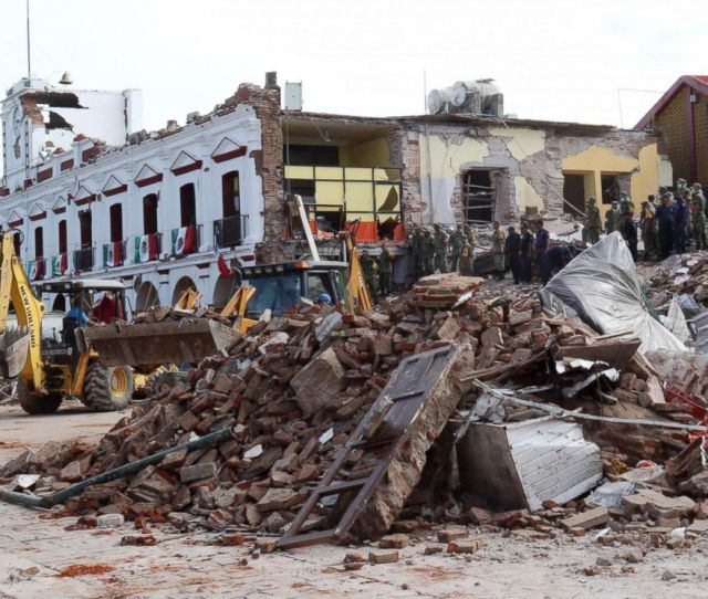 Photo Soldiers Remove Debris From A Partially Collapsed Municipal Building After A Powerful Earthquake In