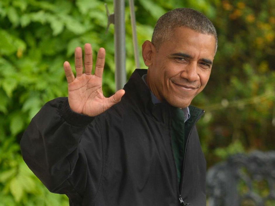 PHOTO: President Barack Obama waves to the press as he departs the White House for his week-long trip to Japan and Vietnam, May 21, 2016, in Washington, DC.