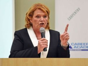 PHOTO: Sen. Heidi Heitkamp makes a point during a debate with Rep. Kevin Cramer, Oct. 18, 2018, in Bismarck, N.D.