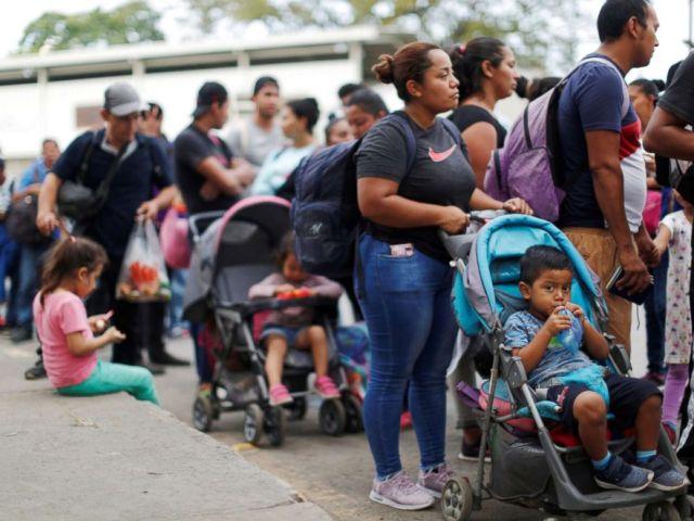 PHOTO: People belonging to a caravan of migrants from El Salvador form a line at a border crossing point en route to the United States, in La Hachadura, El Salvador, Oct. 31, 2018.